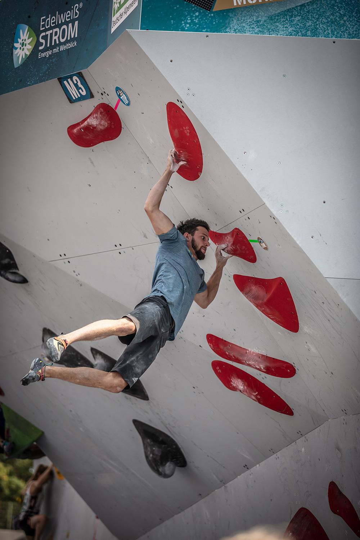 Jernej Kruder climbing in Munich
